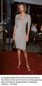 """Tyra Banks""""Disappearing Acts"""" Premiere, 12/5/00. © 2000 Scott Weiner - Image 17346_0101"""