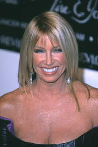 """Suzanne Somers """"Fire And Ice Ball: 10th Annual"""" 12/11/00 © 2000 Glenn Weiner - Image 17348_0006"""