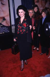 """Delta Burke""""What Women Want"""" Premiere, 12/13/00. © 2000 Scott Weiner - Image 17357_0002"""