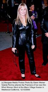 "Valerie Perrine""What Women Want"" Premiere, 12/13/00. © 2000 Glenn Weiner - Image 17357_0100"