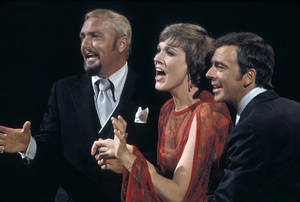 """The Julie Andrews Hour""Jack Cassidy, Julie Andrews, Ken Berry1972** H.L. - Image 17461_0012"