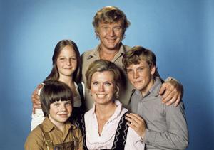 """Swiss Family Robinson""Helen Hunt, Eric Olson, Pat Delaney, Martin Milner, Willie Aames1975** H.L. - Image 17501_0017"