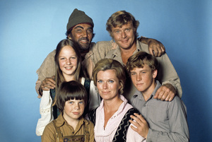 """""""Swiss Family Robinson""""Helen Hunt, Cameron Mitchell, Martin Milner, Eric Olson, Pat Delaney, Willie Aames1975** H.L. - Image 17501_0019"""