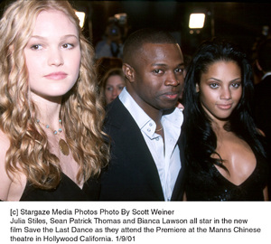 "Julia Stiles, Sean Patrick Thomas, Bianca Lawsonat the ""Save the Last Dance"" Premiere, 1/9/01. © 2001 Scott Weiner - Image 17527_0106"
