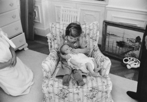 Caroline Kennedy and John Kennedy Jr. at The White House nursery1961 © 2000 Mark Shaw - Image 17572_0001