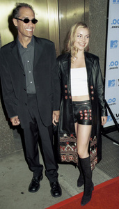 Izabella Miko and date.MTV Video Music Awards: 2000 © 2000 Ariel Ramerez - Image 17591_0140