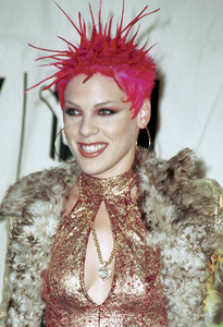 PinkMTV Video Music Awards: 2000 © 2000 Ariel Ramerez - Image 17591_0195