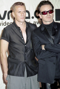 Larry, BonoMTV Video Music Awards: 2000 © 2000 Ariel Ramerez - Image 17591_0201