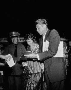 "Ronald and Nancy Reagan signing autographs atthe ""Ice Follies"" premiere1961 © 1978 David SuttonMPTV - Image 1764_0012"