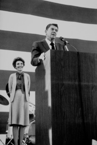 Ronald Reagan and wife Nancy campaigning for president at Burbank Airport1976 © 1978 David SuttonMPTV - Image 1776_0001