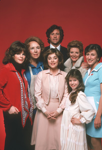 """Angie""Debralee Scott,Doris Roberts,Donna Pescow,Robert Hays,Sharon Spellman,Tammy Lauring,Diane Robin1979**H.L. - Image 17799_0004"