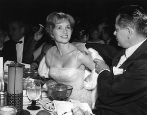"""Golden Globe Awards""Debbie Reynolds, Glenn Ford1961 © 1978 David Sutton - Image 1782_0012"