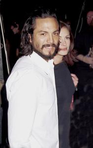 "Benjamin Bratt, Julia Roberts""GQ"" Men Of The Year Awards: 2000. © 2000 Ariel Ramerez - Image 17871_0106"