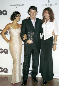 "Leonor Varela, Pierce Brosnan, Carly Simon""GQ"" Men Of The Year Awards: 2000. © 2000 Ariel Ramerez - Image 17871_0123"