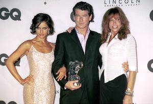 "Leonor Varela, Pierce Brosnan, Carly Simon""GQ"" Men Of The Year Awards: 2000. © 2000 Ariel Ramerez - Image 17871_0124"