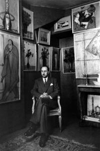 Maurice Garnier sitting in front of artwork by Bernard Buffet circa 1950 © 2000 Mark Shaw - Image 17952_0001