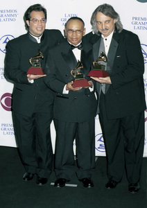 Carlos Alvarez, Julio Ruiz, Eric SchillingLatin Grammy Awards: 2000, New York © 2000 Ariel Ramerez - Image 18003_0113