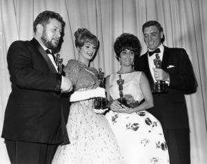 """The 33rd Annual Academy Awards""Peter Ustinov, Shirley Jones, Elizabeth Taylor (wearing"