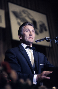 """Cedars-Sinai Benefit / Party""Kirk Douglascirca 1961 / The Beverly Hilton © 1978 David Sutton - Image 1807_0012"