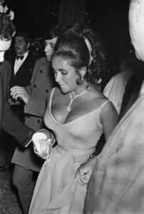 """Academy Awards: 42nd Annual"" Elizabeth Taylor1970 © 1978 Gunther - Image 1812_0047"