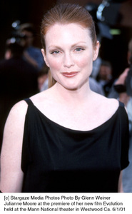 © Stargaze Media Photos Photo By Glenn WeinerJulianne Moore at the premiere of her new film Evolutionheld at the Mann National theater in Westwood Ca. 6/1/01 - Image 18427_0101