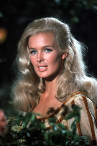 """""""The Big Valley"""" Linda Evans on the set1966 ABC © 1978 Chester Maydole - Image 1867_0016"""