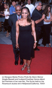Angela Bassett and husband Courtney Vance attendthe Premiere of her new film, The Score held on theParamount studios lot in Hollywood California. 7/9/01. © 2001 Glenn Weiner - Image 18766_0101