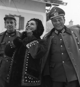 "Elizabeth Taylor visiting husband Richard Burton in England during the making of ""Where Eagles Dare""1968** I.V. - Image 1904_0023"