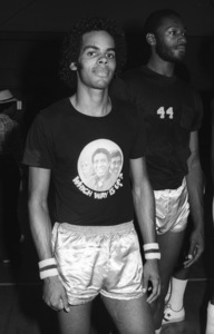 Edmund Sylvers of The Sylvers at celebrity basketball game 1978 © 1978 Bobby Holland - Image 19575_0015