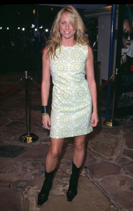 Deana Carter country songbird attends the Premiere of the new film Bandits held at the Mann Village theater in Westwood Ca. 10/4/01. © 2001 Glenn Weiner - Image 19588_0111