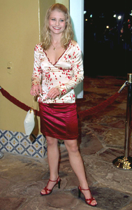 Emilie de Raven arrives at the premiere of the new film, Bandits held at the Mann Village theater in westwood Ca. 10/04/01. © 2001 Glenn Weiner - Image 19588_0114