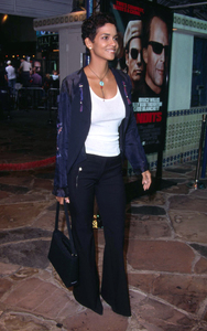 Halle Berry arrives at the Premiere of Bandits held at the Mann Village theater in Westwood California. 10/4/01. © 2001 Glenn Weiner - Image 19588_0115