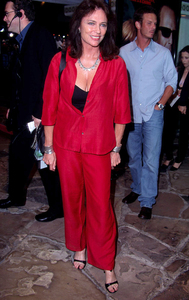 Jacquelinee Bisset attends the world premiere of Bandits held at the Mann Village theater in Westwood Ca. 10/04/01. © 2001 Glenn Weiner - Image 19588_0116