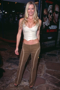 Jennifer Gareis at the premiere of Bandits held at theMann Village theater in Westwood California. 10/04/01. © 2001 Glenn Weiner - Image 19588_0122