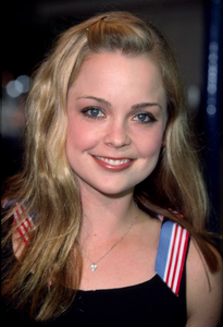 Marisa Coughlin at the premiere of the new film, Bandits. The premiere was held at the Mann Village theater in Westwood California. 10/04/01. © 2001 Glenn Weiner - Image 19588_0128