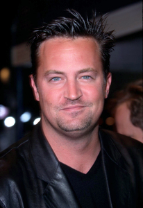 Matthew Perry at the world premiere of Bandits held at the Mann Village theater in Westwood Ca. 10/04/01. © 2001 Glenn Weiner - Image 19588_0129