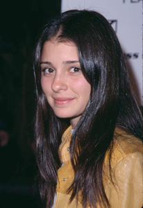 Shiri Appleby attends the premiere of Donnie Darko held at the Egyptian theatre in Hollywood California 10/22/01 .Shiri stars in the hit television series Roswell. © 2001 Glenn Weiner - Image 19647_0119