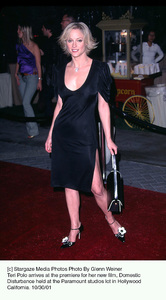 Teri Polo arrives at the premiere for her new film, Domestic Disturbance held at the Paramount studios lot in Hollywood California. 10/30/01. © 2001 Glenn Weiner - Image 19661_0128