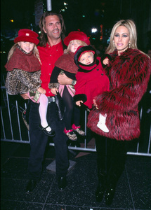 Lorenzo Lamas and wife Shauna Sandat the Hollywood Christmas parade with their kids. 11/25/01 © 2001 Glenn Weiner - Image 19710_0119