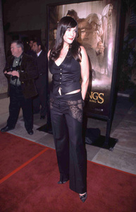 Liv Tyler at the premiere of Lord of the Rings:The Fellowship of the Ring Egyptian theater Hollywood California 12/16/01. © 2001 Glenn Weiner - Image 19760_0114