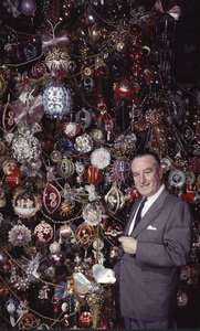 Harold Lloyd in front of his Christmas tree, 1950. © 1978 Paul HesseMPTV - Image 198_600