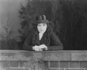 """Little Miss Rebellion"" Dorothy Gish1920 Paramount **I.V. - Image 19915_0001"
