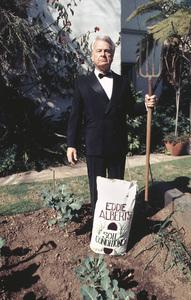 Eddie Albert at his home in Los Angeles1974 © 1978 Ulvis Alberts - Image 2006_0020