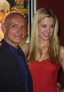 """Triumph of Love"" Premiere 4/11/02Ben Kingsley and Mira Sorvino © 2002 Glenn Weiner / MPTV - Image 20106_0104"