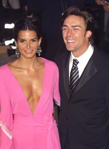 """""""Vanity Fair Oscar Party 2002"""" 3/24/02Angie Harmon and husband Jason Seahorn © 2002 Glenn Weiner - Image 20112_0161"""