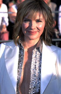 """""""Screen Actors Guild (SAG) Awards: 8th Annual"""" 3/10/02Kim Cattrall © 2002 Glenn Weiner - Image 20113_0154"""