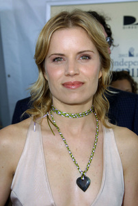 """""""IFP/West Independent Spirit Awards 2002""""3/23/02 Kim Dickens © 2002 Glenn Weiner - Image 20118_0132"""