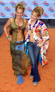 """Kids Choice Awards 2002: 15th Annual"" 4/20/02Haley and Hilary Duff © 2002 Glenn Weiner - Image 20120_0123"
