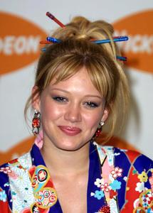 """Kids Choice Awards 2002: 15th Annual"" 4/20/02Hilary Duff © 2002 Glenn Weiner - Image 20120_0125"