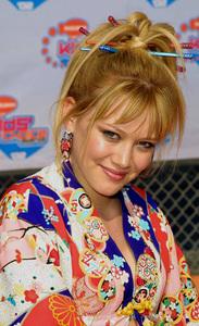 """Kids Choice Awards 2002: 15th Annual"" 4/20/02Hilary Duff © 2002 Glenn Weiner - Image 20120_0128"